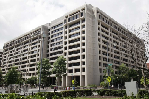 fmi-et-banque-mondiale-de-plus-en-plus-decries-web-0203651027448.jpg